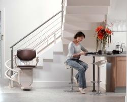Hilfe im Alltag mit Treppenlift